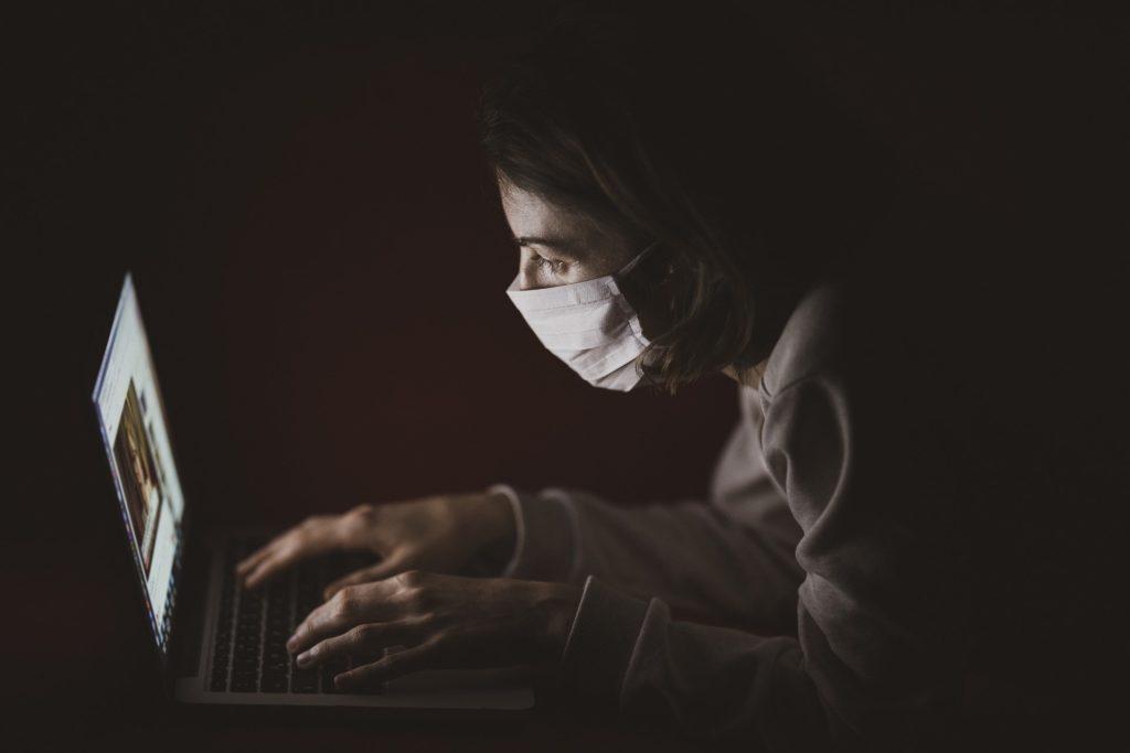 """Koronavirus ovlivnil naše """"online"""" životy i celý telekomunikační trh"""