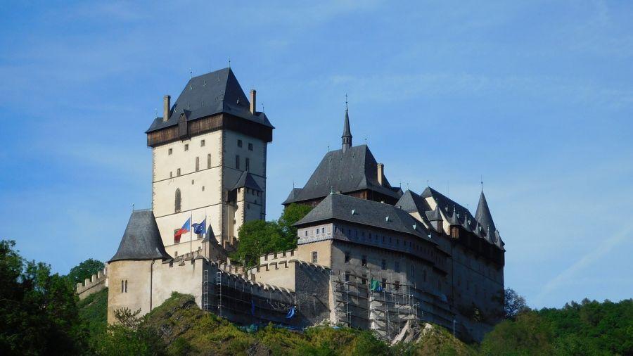 Romantiku a mnoho dalšího vám naservíruje hrad Karlštejn a jeho okolí